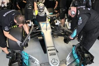 F1: Bottas lenyomta Hamiltont