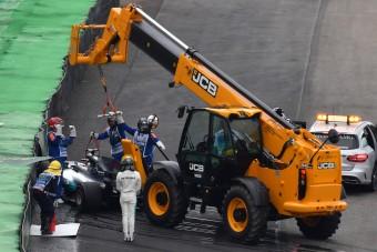 F1: Hamilton összetörte! - videó