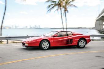 Itt a Ferrari, ami visszarepít a 80-as évekbe