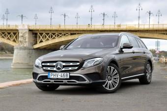 Magas luxusputtonyos a Mercedestől