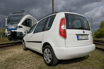 Egymillió km-t autóztak egy Škodával a pécsiek