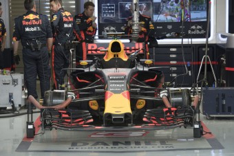 F1: Szétbüntették a Red Bull-osokat
