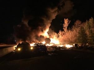 Pokoli tartályautó-robbanás Kanadában: legalább három áldozat, fotókon és videókon a baleset