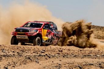Középmotoros Toyota Hilux a Dakaron!
