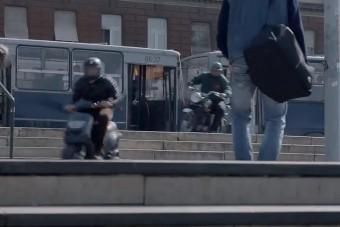 Itt egy bő egyperces üldözési jelenet A Viszkis című moziból, már alig várjuk a filmet
