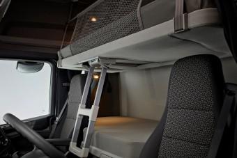 Már a hollandoknál is bűn a kamionban aludni