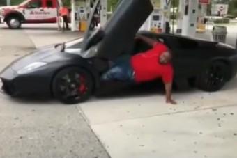 Ennyire küzdelmes is lehet kiszállni egy Lamborghiniből