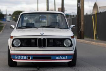 Ritka az első turbós BMW, meg is kérik az árát