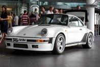 Mozgásban az F1-motoros Porsche 911-es 1