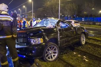 Fotókon a Budapesten villamossínekre hajtott autó