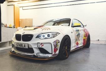 Összefirkálta az M2-es BMW-t, mert művész