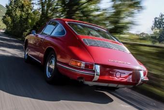 Újra száguld az egyik legrégebbi Porsche 911-es