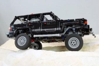 Toyota Land Cruiser, szinte csak műanyagból