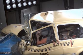 Mai törésteszten vizsgázott egy Volkswagen Golf II, az eredmény halálos