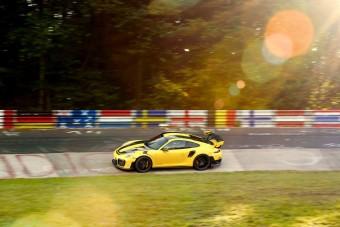 Itt a 7 leggyorsabb utcai autó a Nürburgringről