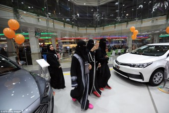 Először nyílt autószalon nőknek Szaúd-Arábiában