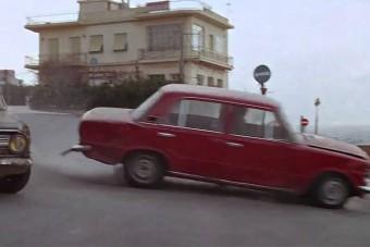 Jó ég, mit kapott ez a Fiat 124 ebben a zúzós autós üldözésben