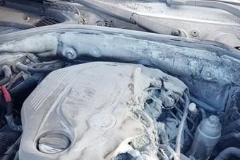 Lángolt László BMW-je az M3-ason, egyetlen kamionos segített neki, senki más