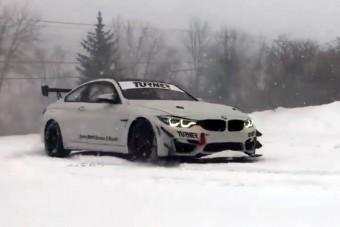 Hóban csapatnak ezzel a BMW M4 versenyautóval