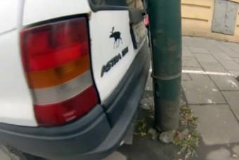 Videón a pontos párhuzamos parkolás mestere