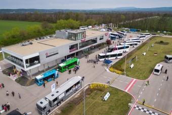Április végén mindenki lesheti az új buszokat