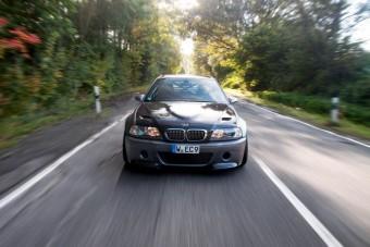 Tíz hengert dobtak ebbe az M3-as BMW-be