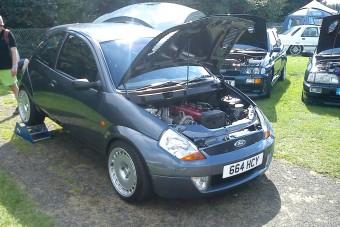 Meglepő technika lapul az apró Ford alatt