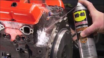 Túléli a motor, ha olaj helyett WD-40-et töltünk bele?