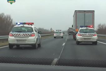 A kamionosok retteghetnek az autópályán a rendőröktől, bár a megoldás egyszerű