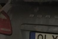 Zseniálisan ötletes rendszám egy magyar házaspár autóján, így nincs veszekedés 4