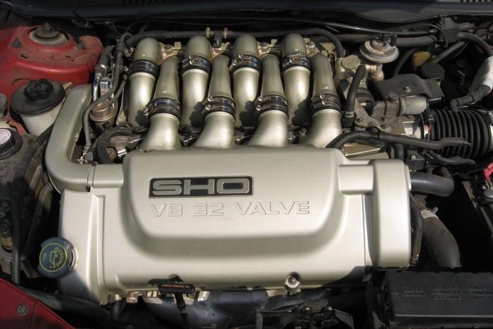 6 autó, amiben keresztben van a V8-as 4