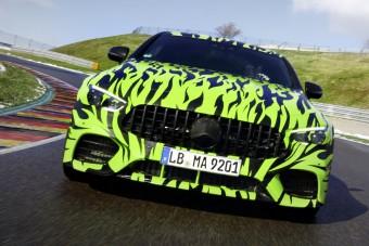 Gyári kémfotókon a Mercedes-AMG négyajtós sportkupéja