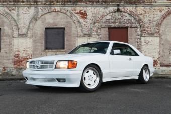 Tömény '80-as évek ez a hófehér Mercedes kupé