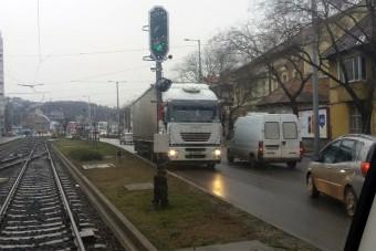 Mit művelt ez a kamionos Budapesten?!