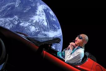 Anti bácsi verset írt az űrbe lőtt Tesláról, az agyad pedig szabadságra megy