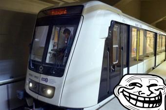 Összeütköztek a metrók Budapesten, az utasok pedig szénné égetik a BKK Facebook-oldalát
