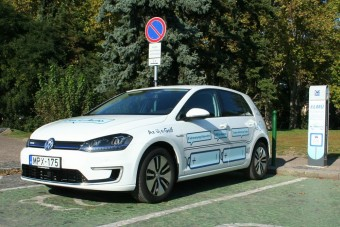 A magyar autósok negyede nyitott elektromos autó vásárlásra