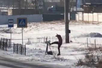 Újabb traffipaxot zúztak le orosz fiatalok