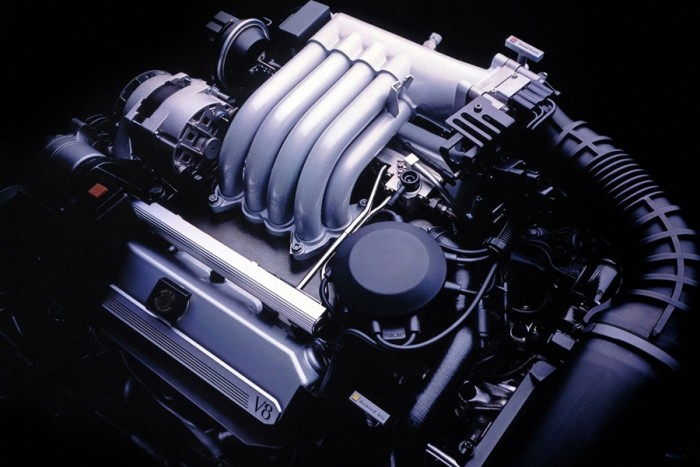 6 autó, amiben keresztben van a V8-as 10