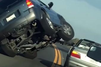 Óriási pofont kapott az élettől a keménykedő autós