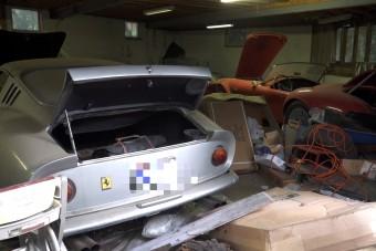 Értékes autókra leltek egy elhagyott garázsban