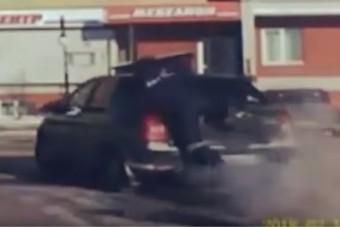 Akciófilmes módszerrel állította meg a rendőr a Daciát