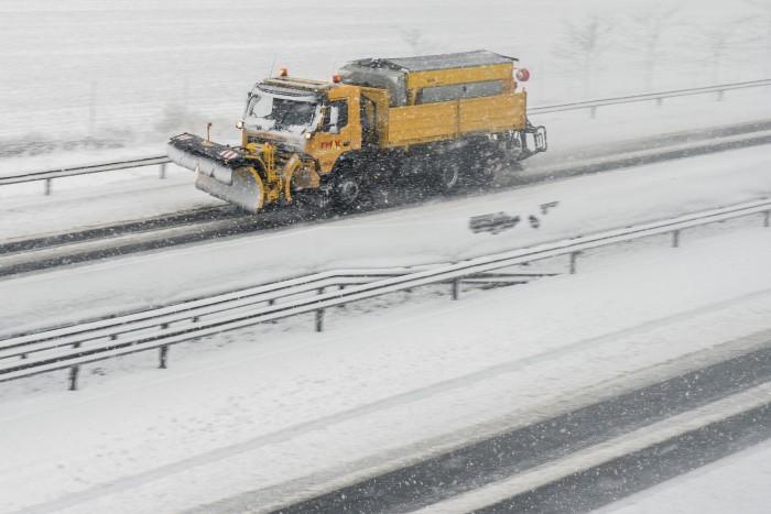 190 ezer órát dolgoztak télen a magyar utakon