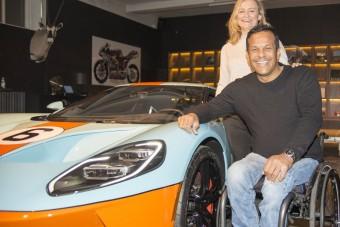 Megérkezett az első európai Ford GT, különleges tulajdonosa lett