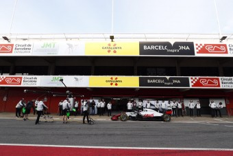 F1: Pályán a McLaren és a Haas - videó