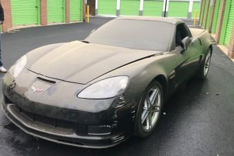 Valaki elhagyott egy brutál Corvette-t, hamarosan új gazdája lesz