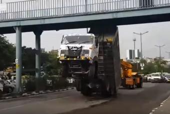 Szokatlan hibákat vétett a bamba kamionos