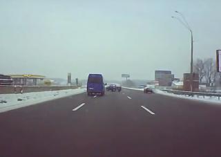 Atomjaira szakadt a Lada Niva, szó szerint kettévágta a teherautó