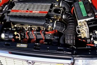 6 autó, amiben keresztben van a V8-as