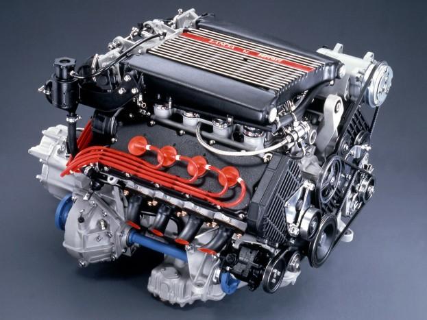 6 autó, amiben keresztben van a V8-as 8